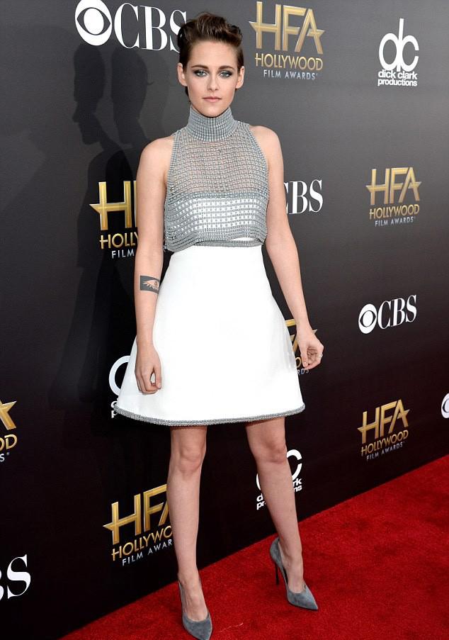 Kristen Stewart nip slip wardrobe malfunction