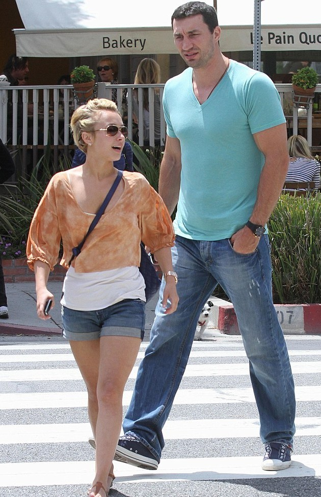 Hayden Panettiere gives birth to a baby girl