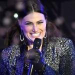 "Idina Menzel 'New Year's Rockin' Eve' Performance ""Let It Go"""